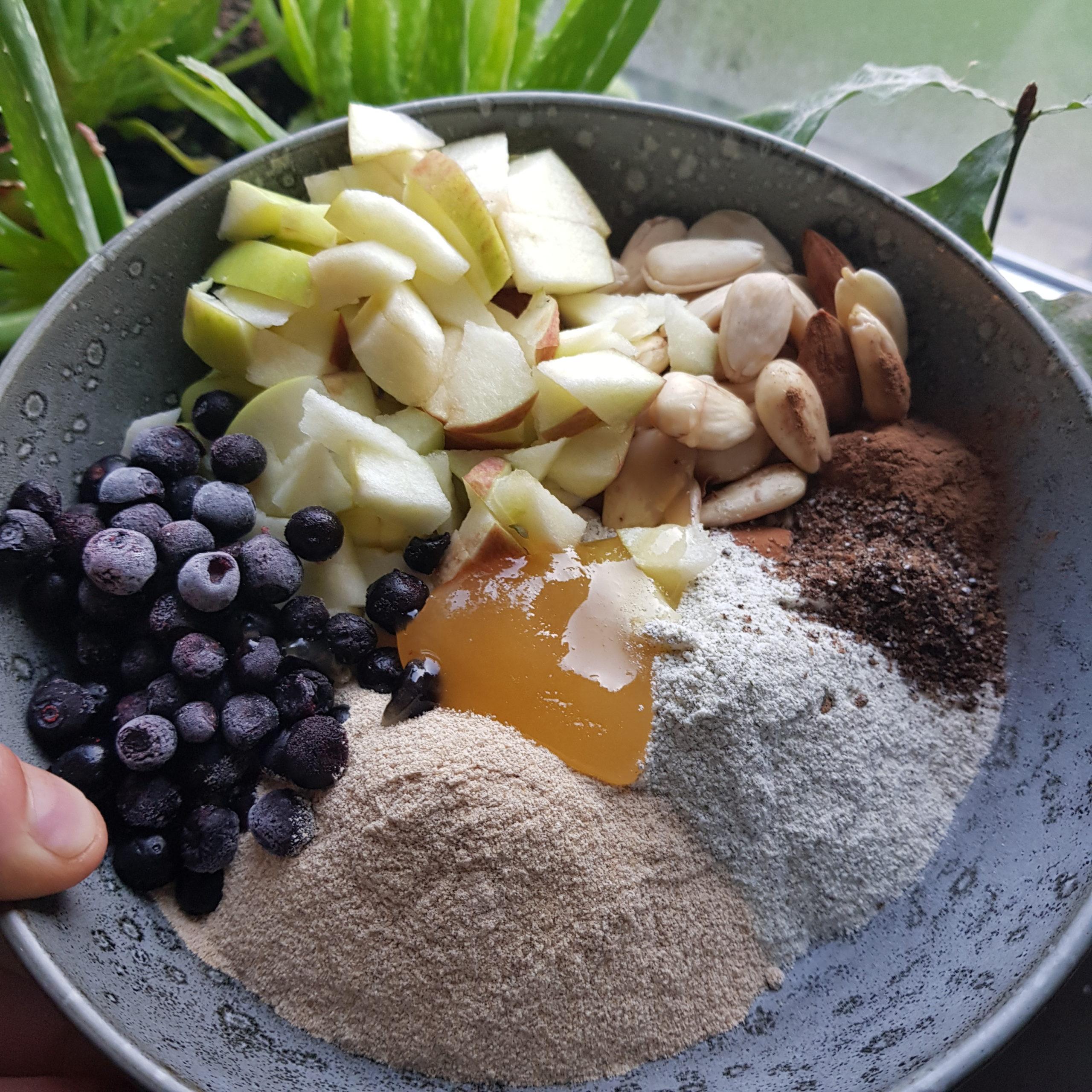 Blåbärsgröt med groddat bovete- och mungbönsmjöl