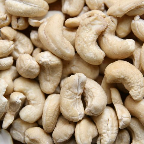 nuts-3841542_1920