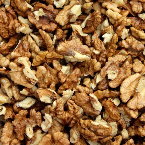 nuts-3879142_1920
