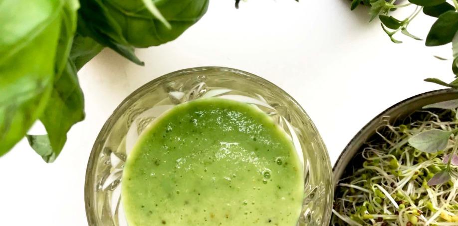 Grön groddsmoothie med broccoligroddar